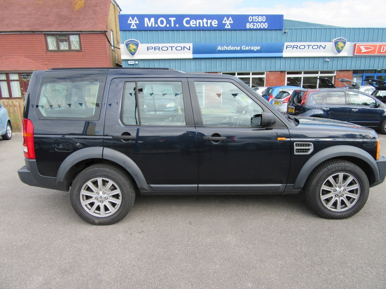 Used land rover discovery tdv6 se e4 ashdene garage for Garage land rover brest