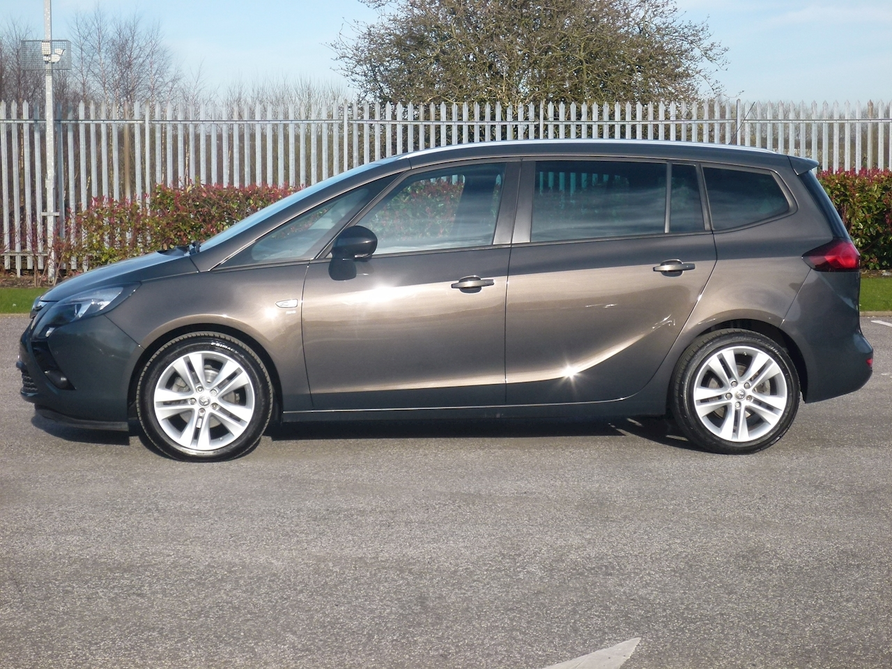 used vauxhall zafira tourer sri 7 seater tottington motor company ltd forecourt. Black Bedroom Furniture Sets. Home Design Ideas