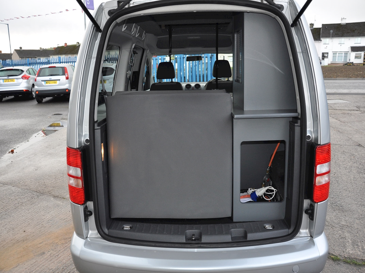 used volkswagen caddy maxi dsg camper van 2013. Black Bedroom Furniture Sets. Home Design Ideas