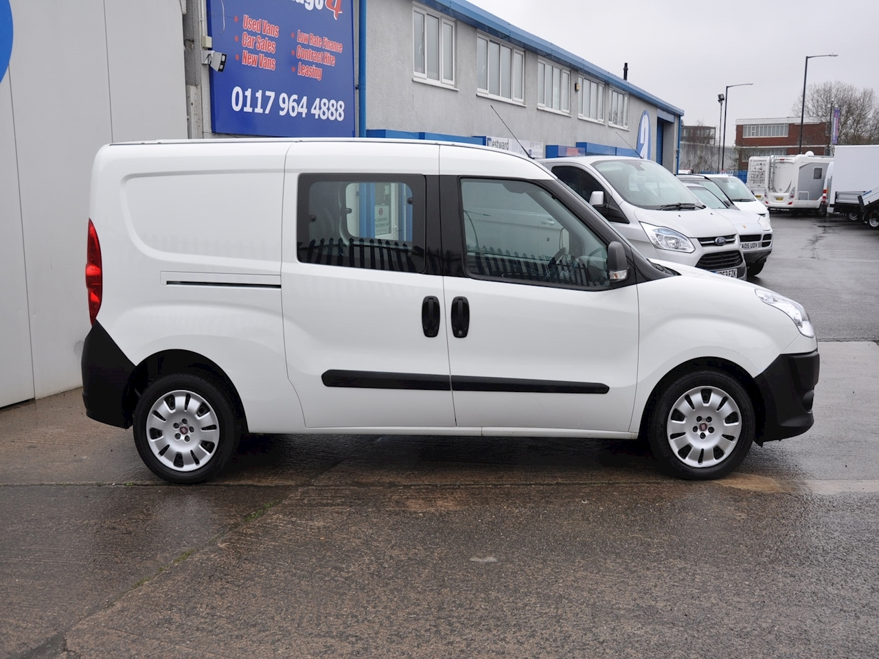 used fiat doblo cargo 16v maxi multijet combi 2013 advantage4vans. Black Bedroom Furniture Sets. Home Design Ideas