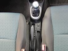 Toyota Yaris D-4D Tr - Thumb 17